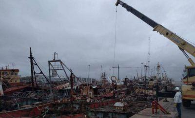 Avanza la limpieza de barcos hundidos en los muelles del puerto