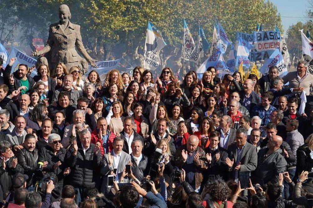 El peronismo bonaerense homenajeó a Evita en Los Toldos con una foto de la unidad