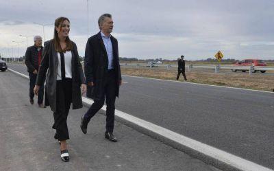 Mauricio Macri junto a María Eugenia Vidal visitan talleres ferroviarios en Tolosa