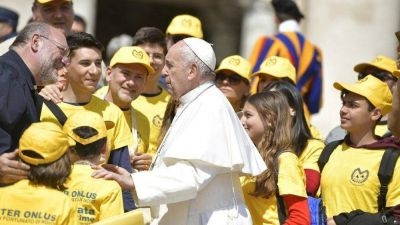 Papa en Audiencia: no se desanimen. Poca levadura transforma la masa