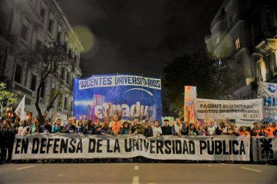 Sin acuerdo salarial, los docentes universitarios lanzan un paro y una marcha de antorchas
