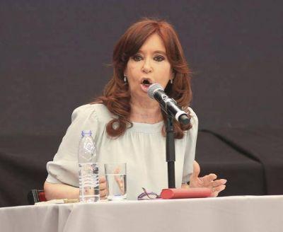 En clave de candidata, abandona Cristina el silencio y se mete de lleno en campaña con un acto político