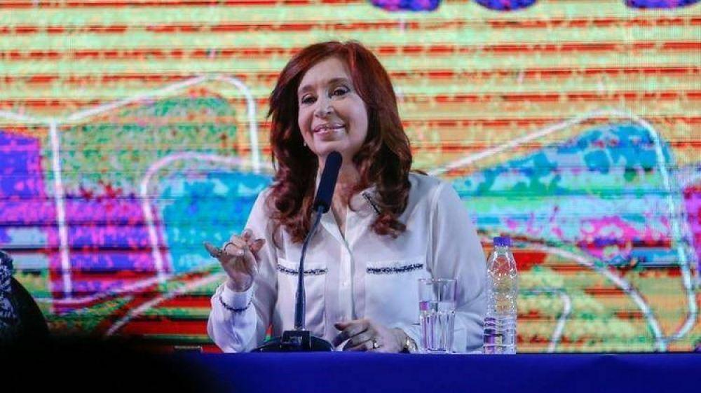 Cristina Kirchner presentó su libro con tono moderado y clima de campaña, pero no despejó las dudas sobre su candidatura