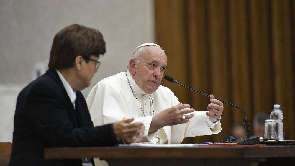 Papa a superioras religiosas: No hay Pascua sin misión