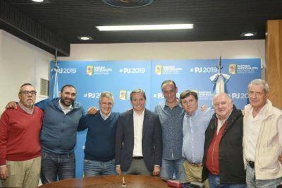 El PJ suma encuentros para un frente opositor: foto con Forja y Polo Social