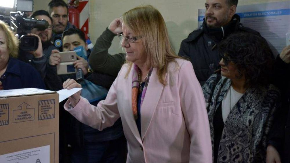 Santa Cruz adelanta su elección a Gobernador
