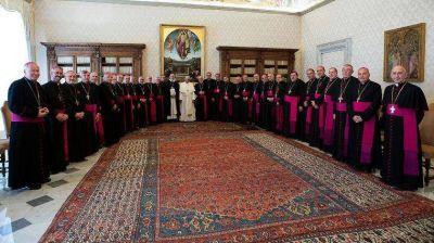 Fuerte crítica de los obispos argentinos junto a Francisco por la situación social