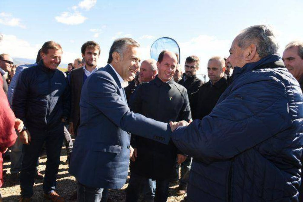 Cornejo inauguró obras hídricas en el Valle de Uco que brindarán más agua y ahorro de energía