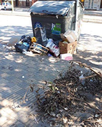 Los vecinos no colaboran y el municipio no recoge la basura