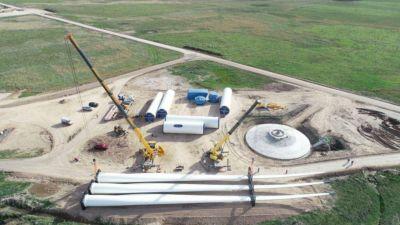 """Energía segura y renovable: así se construye el parque eólico """"Vientos de Miramar"""""""