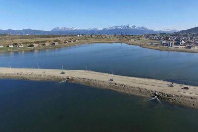 La calidad del agua de la bahía Encerrada mejoró más de 300 veces desde 2013 a la fecha