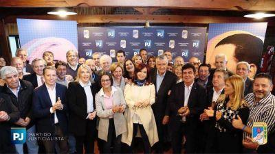 CFK se sumó a la cumbre del PJ, en un claro gesto para la construcción de un amplio frente opositor