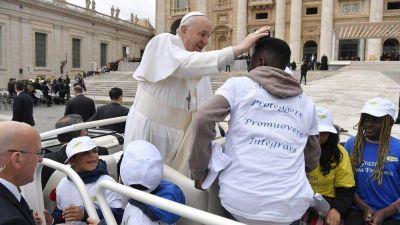 El Papa y los niños llegados a través de los corredores humanitarios