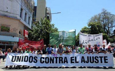 Gremios estatales exigen a Vidal aumento salarial: empieza el paro con movilización de ATE, AJB y Cicop