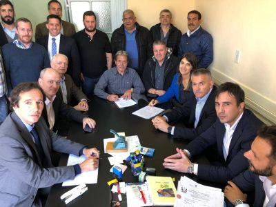 La Federación de Petroleros anunció aumentos y la gestión de un nuevo convenio