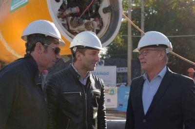 Descalzo presentó la nueva tunelera que avanzará con las obras de la red cloacal