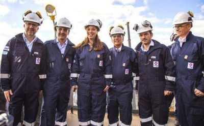 Vidal y Abella recorrieron la refinería de AXION energy