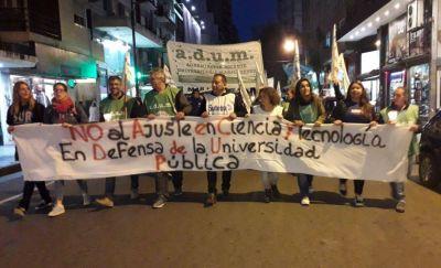 Docentes universitarios marcharon en Mar del Plata por una mejora salarial