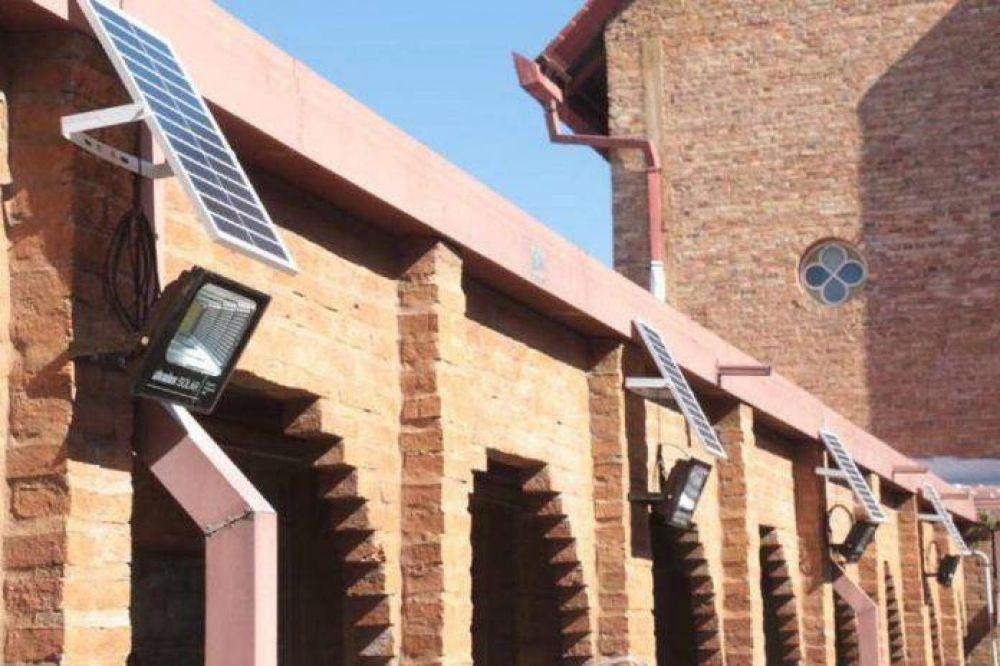 La provincia instala en varios lugares iluminación Led con paneles solares
