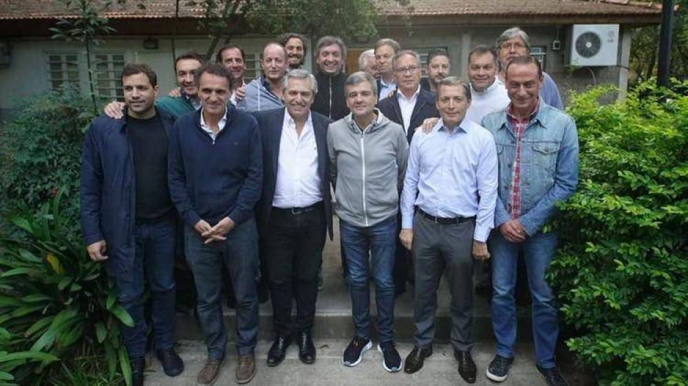 La liga de intendentes bonaerenses le pidió a Máximo Kirchner evitar las internas y unificar la estrategia electoral