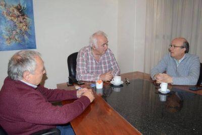 El candidato socialista Anastasia se reunió con Agrimensores y la Uocra