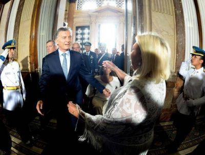 Desorientado, busca el oficialismo sostener la candidatura de Macri con apoyo total de Carrió