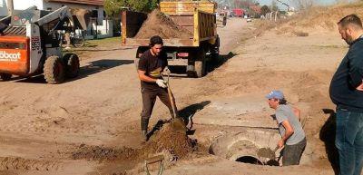 Limpian bocas de tormentas y reservorios de agua para evitar inundaciones ante fuertes tormentas