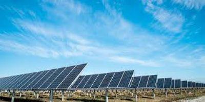 Aprueban licitaciones para adquirir equipos fotovoltaicos y solares