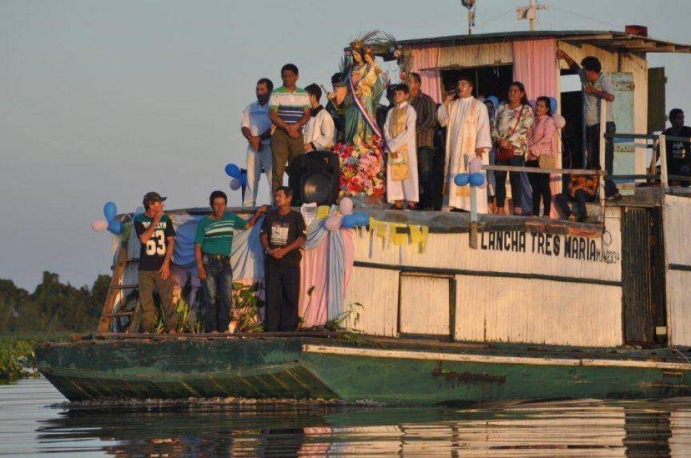 Procesión náutica a María Auxiliadora en Fuerte Olimpo