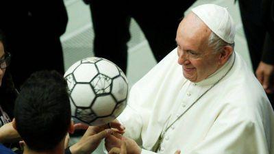Papa a deportistas: el futbol es el deporte más bello del mundo