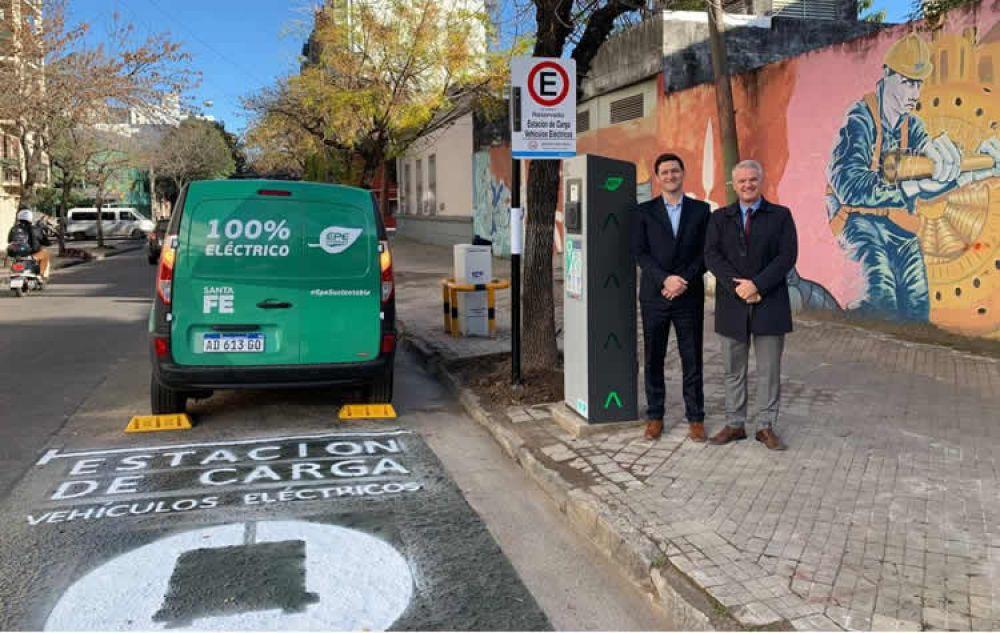 Tras inaugurar la autopista eléctrica Rosario-Santa Fe, aconsejan la reconversión de las Estaciones de Servicio