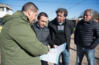 Florencio Varela: trabajos hidráulicos y de bacheo en el barrio