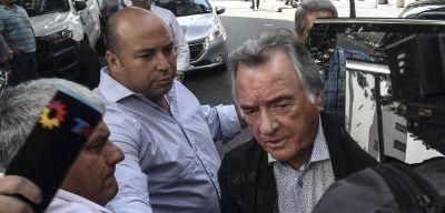 Barrionuevo blanqueó que el Gobierno extorsiona a los sindicalistas con la plata de las obras sociales