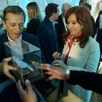 El reclamo detrás de una maqueta de colectivo que recibió CFK