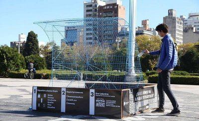 Las plazas Moreno e Islas Malvinas funcionarán como centros de acopio de plástico para reciclar