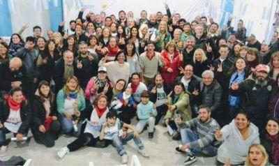 Con el respaldo de Unidad Ciudadana, Andrea Cáceres formalizó su precandidatura a intendenta