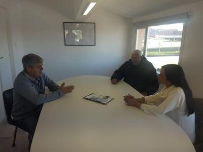La precandidata a Intendenta Andrea Cáceres visitó Engraucoop y el Astillero Vanoli