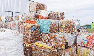 Intendente Echarren celebró haber llegado a 30 mil kilos de material reciclado en Castelli
