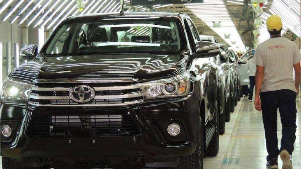 Se impone la reforma laboral de hecho en las automotrices bajo amenaza de despidos