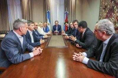 Con Alternativa Federal en baja, se encolumnan los gobernadores peronistas detrás de los Fernández