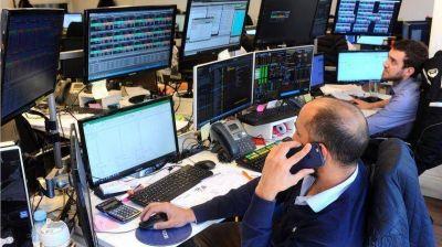 Una ola de fondos de inversión llega al país para medir el 'riesgo Alberto'
