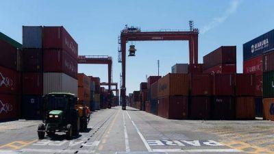El comercio exterior continúa afectado por una medida de fuerza del SOMU y el Gobierno presentará una denuncia penal