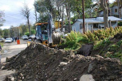 Gobierno realiza obras para llevar gas, agua y cloacas a más barrios del Valle de Andorra en Ushuaia
