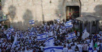 Miles de jóvenes israelíes, marcharon con banderas por la ciudad celebrando el Día de Jerusalén