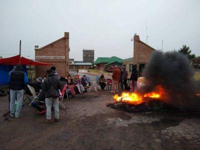 La Pampa: Continúa el paro en la fábrica de Celusal por despidos