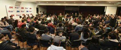 """Pulti dialogó con más de 200 jóvenes: """"Necesito aprender"""""""