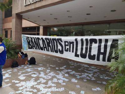 Empezaron los despidos en el Banco Cetelem y los trabajadores tomaron la sede