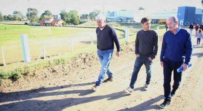 Kicillof recorre la provincia mientras Máximo Kirchner negocia con Massa