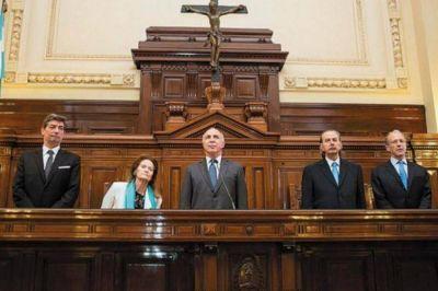 La Corte oficializó un incremento del 15% en dos tramos para los judiciales nacionales