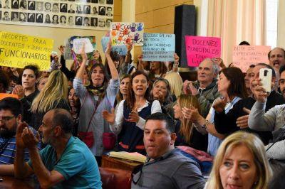 Docentes municipales paran y se movilizan por el conflicto de las bonificaciones